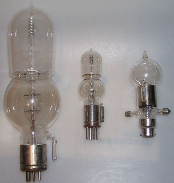 Tubes from Papaleksi and von Lieben