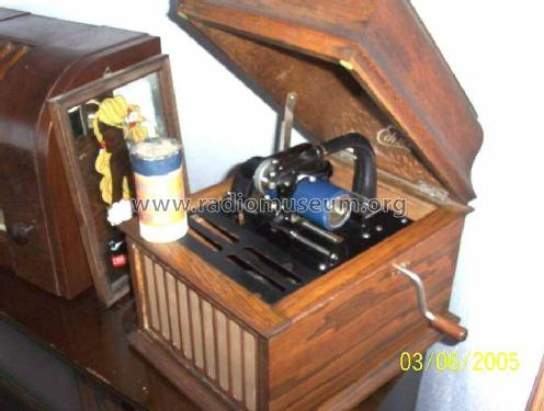 Phonograph Amberola 30; Edison, Thomas A., (ID = 116816) TalkingM