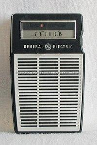 P820A ; General Electric Co. (ID = 261417) Radio