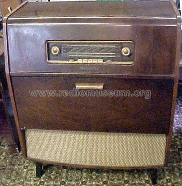AM/FM Auto Radio-Gramophone 1633; His Master's Voice (ID = 1223293) Radio