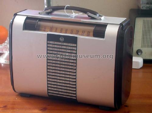 Globe-Trotter 8BX6 Ch= RC-1040D; RCA RCA Victor Co. (ID = 214660) Radio