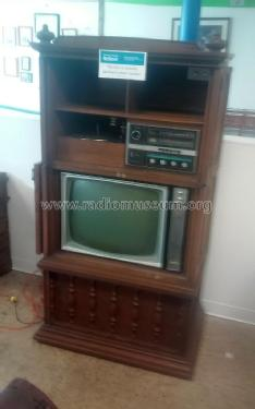 hh 876 39 the armoire 39 radio rca rca victor co inc new york. Black Bedroom Furniture Sets. Home Design Ideas