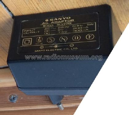 AC Adaptor 9CV220E; Sanyo Electric Co. (ID = 1667598) Power-S