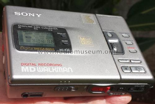 Portable MiniDisc Recorder MZ-R30; Sony Corporation; (ID = 1894909) R-Player