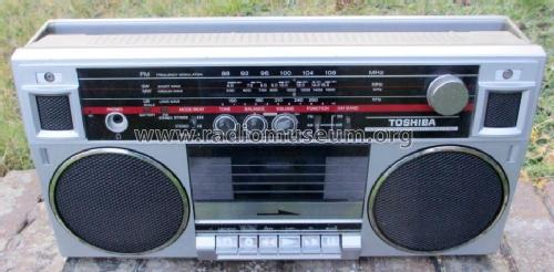 AM/FM Stereo Radio Cassette Recorder RT-6035; Toshiba Corporation; (ID = 1919914) Radio