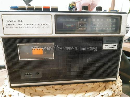 3 Band Radio Cassette Recorder RT-313F; Toshiba Corporation; (ID = 2599233) Radio