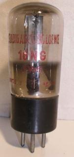 Loewe-(Opta) Culot Ancien européen 3 Pins Poids : 44.5 grammes Hauteur : 11 cm (avec pins) Diamètre : 4.1 cm