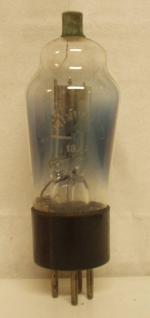 1877   Miniwatt  Ancienne Européenne  4 pins Poids : 51 grammes Hauteur : 12.9 cm (avec pins   thick) Diamètre au plus large : 4.2 cm