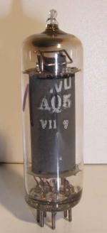 Belvu  Miniature  7 pin Poids : 9 grammes Hauteur : 6.4 cm (avec pin) Diamètre : 1.75 cm