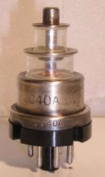ELECTRONIC TUBE (USA) Octal 6 pin   1 thick Poids : 37.4 grammes Hauteur : 6.3 cm Diamètre maxi : 3.3 cm