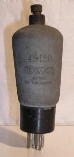 TEKADE   Culot ancien Européen 5 pin   1 thick Poids : 53.4 grammes Hauteur : 14.1 cm Diamètre : 5 cm