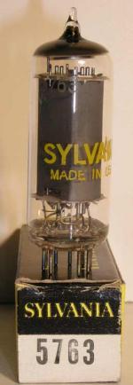 Sylvania  noval 9 pin Poids : 12.5 grammes Hauteur : 6.5 cm (avec pin) Diamètre : 2.1 cm