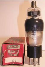 HALTRON  culot ancien Américain 6 pin   1 thick Poids : 41.5 grammes Hauteur : 12.2 cm (avec pin et thick) Diamètre : 3.8 cm