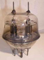RCA  832   7 pin   2 thick Poids : 71.3 grammes Hauteur : 8.1 cm Diamètre : 5.7 cm