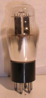 Triad  Culot ancien Américain 5 pin Poids : 35 grammes Hauteur : 10.3 cm (avec pin) Diamètre : 3.8 cm