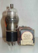 Visseaux Radio     Culot Américain 5 pins   1 thick Poids : 42 grammes Hauteur : 12.5 cm (avec pins et thick) Diamètre au plus large : 4.5 cm