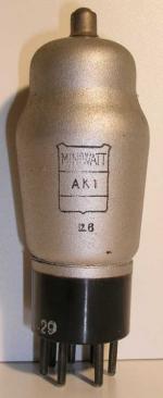 Miniwatt  ancien culot Européen 7 pin   1 thick Poids : 58 grammes Hauteur : 12.8 cm (avec pin   thick) Diamètre : 4.5 cm
