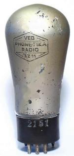 Etwas abgeblättert - aber eine AZ11 mit Außenmetallisierung. Bis 1952 im ex Loewe-Betrieb Phonetika Berlin Weißensee gefertigt.