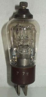 Philips Miniwatt     Culot Ancien Européen   4 pins   1 thick Poids : 59 grammes Hauteur : 12.7 cm (avec pins   thick) Diamètre : 4.5 cm