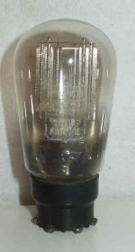 Miniwatt  Philips   Transcontinental  8 pins Poids : 29 grammes Hauteur : 8 cm Diamètre : 4.4 cm