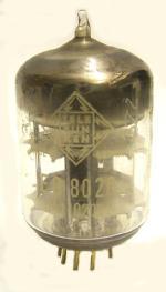 Trotz Novalsockel ist der Glaskörper dicker, hier das Exemplar macht bei 200 mW Ansteuerleistung 8 Watt Output bei 438 MHz
