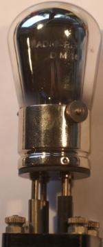 Aufdruck 1,5 - 2 V. 0,10 AMP 30 - 20 V.