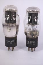 Une lampe RCA et une Sylvania