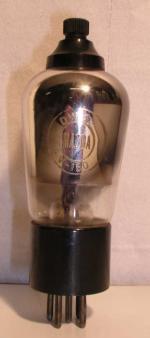 MAZDA  Culot ancien Européen 5 pins   1 thick  4 V  -  150 V Poids : 56.5 grammes Hauteur : 13 cm (avec pins   thick) Diamètre : 4.6 cm