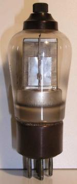 Philips MiniWatt  culot ancien Européen 5 pin   1 thick Poids : 52 grammes Hauteur : 12.9 cm (avec pin   thick) Diamètre : 4.6 cm