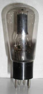 PHILIPS MINIWATT culot ancien Européen 6 pins Poids : 58 grammes Hauteur : 13.2 cm (avec pins) Diamètre : 5.4 cm