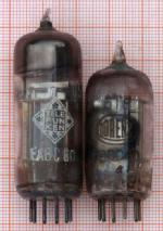 Lorenz hat die 6T8 (rechts im Bild) auch als EABC80 verkauft. Links eine EABC80 von Telefunken - zum Vergleich. Die 6T8 enthält drei gleiche Dioden. Die Diode 1 der EABC80 ist deutlich schwächer als die Dioden der 6T8. Die Dioden 2 und 3 der EABC80 sind stärker als die Dioden der 6T8.