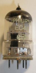 Philips Rimlock  5 pin  Uf 6.3V  If  0.2A Triode RF  oscillator Poids : 9.5 grammes Hauteur max : 4.8 cm Diamètre max : 2.2 cm