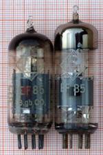 Zwei EF85 von Telefunken in verschiedener Einbauhöhe. Die kleinere Röhre ist nicht häufig zu finden.