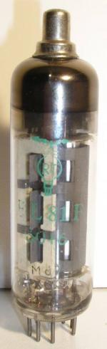RT Noval 9 pin  Poids : 17.2 grammes Hauteur max : 8 cm Diamètre : 2 cm