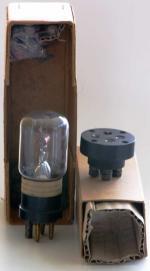 Oben in der Schachtel ist der zugehörige Eisenwasserstoff-Widerstand versorgt.