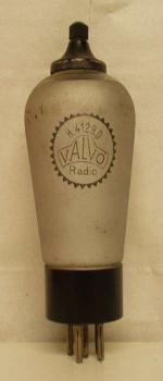 VaLVo Radio   5 pin   1 thick  Ancienne Européenne Poids : 63 grammes Hauteur : 15 cm (avec pin   thick) Diamètre au plus large : 4.9 cm