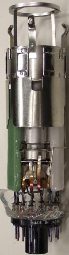 Strahlsystem der Farbbildröhre 370BCB22. Delta-Anordnung der 3 Systeme.