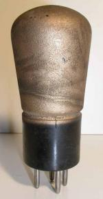 EVER READY  Culot ancien Européen 4 pin Poids : 35 grammes Hauteur : 10 cm Diamètre : 4.1 cm
