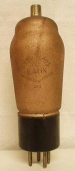 K40N Ever Ready (BVA) 4 Pin   1 thick Poids : 56 grammes Hauteur : 13.5 cm ( avec pin et thick) Diamètre au plus large : 4.5 cm