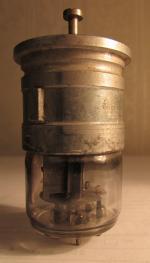 Aufdruck LD3 1/45 Nr. 031009. Die Schraube oben ist im Original ein Plastikknopf.