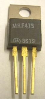 Noch mit vergoldeten Anschlüssen, diese HF-Transistoren werden bei Motorola leider nicht mehr gefertigt. Auch der Name 'Motorola' wird nicht mehr für den Halbleitersektor verwendet, heute heißt der 'Freescale'.