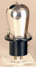 Röhre aus dem 'Standardyne Multivalve Radio'.
