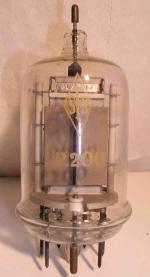 SFR     7 pin   1 thick Poids : 135 grammes Hauteur : 14.1 cm (avec pin) Diamètre : 5.8 cm