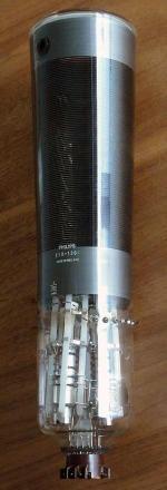 Bildröhre für Zweistrahl-Oszillograf - z.B. PM3220 der Mitte 60er Jahre.