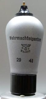 RES094, WaA617, Telefunken, Wehrmachteigentum, 29 41, Sockel: bbr - (a) - w