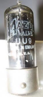 Diese Röhre UU9 ist eine Rimlockröhre.In den Sockel paßt auch AZ 41 etc.