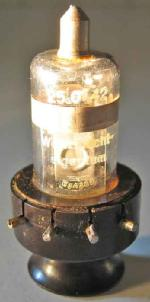 Lorenz RL2,4P2 mit Stempelung 25.01.42. Am Sockel Stempelung 52 / 41 aus einem Feldfunksprecher h.