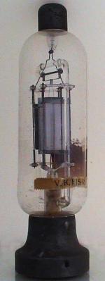 Erste Versuche mit Acryl-Haube, opal - siehe Kommentare bei OR, WE, 110. Die schmale Etikette zeigt V.K.P / S.R. Eine weitere, grössere Papieretikette auf der Rückseite ist halb entfernt und nicht lesbar.