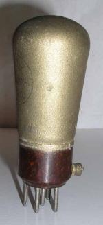VISSEAUX RADIO  culot ancien Européen 5 pins   1 thick sur le coté du culot Poids : 52.5 grammes Hauteur : 12 cm (avec pins) Diamètre : 4.6 cm