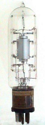 Nachfolger von VS27, Hersteller Siemens Wernerwerk. Auf Quetschfuss: 1819.  Nachfolger ist die OR mit Oxyd-Kathode statt Wolfram.